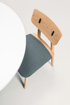 Clip Chair is a handcrafted solid ash wood chair en offers a variety of bespoke options. A perfect addition to any interior design. Cheap Furniture Online, At Home Furniture Store, Patio Dining Chairs, Side Chairs, Room Chairs, Bespoke Furniture, Furniture Design, Wooden Furniture, Outdoor Armchair