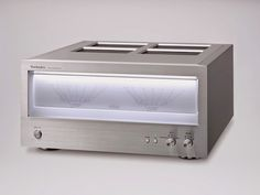 The 2014 Technics SE-R1 power amplifier reduces noise with the JENO system that includes PWM conversion circuits to enable near-flawless digitized processing.