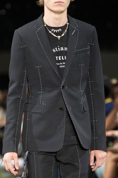 Dior Homme Spring 2018 Men's Fashion Show Details