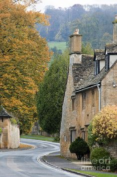*Winding road through the Cotswold Village of Broadway, Worcestershire, UK (by Andrew Michael)