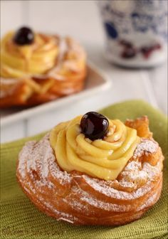 Soffici Zeppole alla crema e amarene - Fluffy Donuts with cream and cherries! Italian Pastries, Italian Desserts, Italian Recipes, Great Desserts, Delicious Desserts, Yummy Food, Sweet Recipes, Cake Recipes, Dessert Recipes