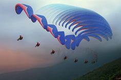 Les fils d'Icare... / Vol. / Flying. / Vietnam. / By Hai Trinh Xuan.