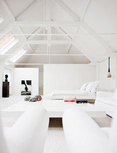 justthedesign: Loft Living Room Designed By Johanne house design interior designs design design Loft Design, Modern House Design, Modern Interior Design, Interior Architecture, Moderne Lofts, Estilo Interior, Attic Remodel, Attic Renovation, Attic Spaces