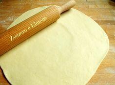 Questa pasta brisée senza burro è un impasto molto versatile realizzato con olio extra vergine di oliva e acqua. Perfetta per vegani e vegetariani