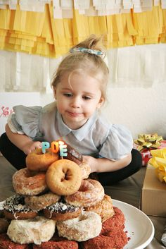 Simple 2 Year Old's birthday party! Inexpensive and sweet! by Skunkboy Creatures., via Flickr