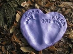 21 Christmas Keepsakes for Kids! Learn how to make a salt dough footprint heart. A fun craft with your little one. Kids Crafts, Kids Fathers Day Crafts, Homemade Fathers Day Gifts, Baby Crafts, Crafts To Make, Craft Projects, Craft Tutorials, Handmade Father's Day Gifts, Diy Father's Day Gifts