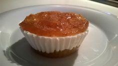 MINI CHEESE CAKE ALLA MELA CON MARMELLATA DI FICHI: per 3 pirottini: n. 3 biscotti digestive piccoli (io uso Campiello) - 50 gr. ricotta magra - 50 gr. quark - 1/2 mela - 8 gr. colla di pesce - stevia - aroma vaniglia - buccia limone - cannella - zenzero -2 cc marmellata di fichi - PORZIONI WW PER 3 TORTINE: 1 carb. chiaro - 1 proteina - 1/2 frutto - 20 kcal. PER LA RICETTA LEGGI I COMMENTI