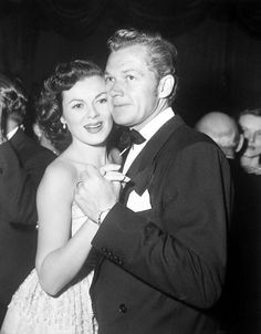 Barbara Hale and Bill Williams at Ciros I'd say  not to long after their 1946 wedding