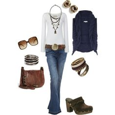jeans wit shirt blauw vest bruine accessoires
