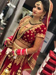 Indian Bridal Photos, Indian Bridal Outfits, Indian Bridal Hairstyles, Indian Bridal Lehenga, Indian Bridal Fashion, Bridal Dresses, Saree Hairstyles, Bridal Chuda, Bridal Lehenga Collection
