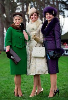 Fashion winners from Leopardstown races Dec 2015 Ireland 👏🏽👏🏽 L-R Milliner Carol Kennelly, 'Most Stylist Ladies' 📷 Race Day Fashion, Races Fashion, Vintage Style Dresses, Nice Dresses, Vintage Outfits, Modest Outfits, Modest Fashion, Ascot Outfits, Retro Fashion
