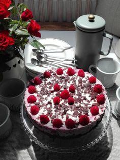 PASTU domov: Svěží dort bez mouky s malinami a tvarohem