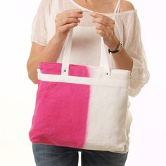 Handmade ombre bag in pink magenta. Bicolor, made of a very light white linen ideal for summer days. Hand-tinted completely handmade, each bag is unique and original.  With a casual and simple lines, Ive made this shopping bag with a very nice touch linen to yield a fresh and practical bag, perfect for everyday use. Its timeless design is bound to be a staple piece for years to come. The bright pink magenta will give a cheerful touch to your look.  Medium size for organizing your essentials…