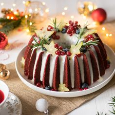 Red Velvet Christmas Bundt Cake More from my siteChristmas Bundt Cake is a delicious vanilla pound cake tinted with red and green… – Savory Experiments Recipes – Bundt Cake – Bundt Cake RecipesRed Velvet Cake with Cream Cheese Filling, Bundt Cake Recipe Food Cakes, Cupcake Cakes, Bundt Cakes, Christmas Desserts, Christmas Treats, Holiday Cakes, Holiday Baking, Christmas Baking, Christmas Food Photography