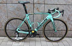 LottoNL-Jumbo http://www.bicycling.com/bikes-gear/news/road-bikes-of-the-2017-tour-de-france/slide/17