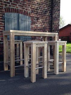 Wunderschöne Stehtisch Kombination mit 4 hohen Hockern aus altem,recyceltem Bauholz! Der Tisch hat die Maße L 120 cm, T 60 cm, H 110 cm, die Hocker L 40 cm, T 40 cm, H 84 cm. Das von uns...
