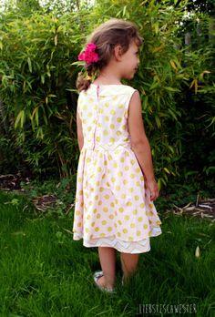 liebste schwester: Mädchenkleid in gold und rosa