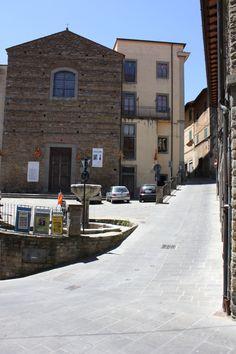 Piazzetta San Michele - Piazzetta del Collegio Serristori, giugno 2013