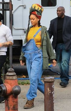 Rihanna Photos Photos - Stars seen on the set of 'Ocean's Eight' in New York City, New York on November 4, 2016. The movie stars eight women including Oscar winner's Sandra Bullock, Cate Blanchett, and Anne Hathaway. The film also stars Helena Bonham Carter, Mindy Kaling, Sarah Paulson, Awkwafina, and Rihanna.<br /> <br /> Pictured: Rihanna - Stars On The Set Of 'Ocean's Eight' In NYC