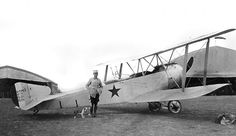 """Slt René Gombault, pilot of the C 105 / SOP 105 / SAL 105 squadron from February 1917 to September 16, 1918, poses in front of his Sopwith 1A2 n ° 73 built under license by the company Hanriot (""""H"""" for Hanriot on the drift) in 1917"""