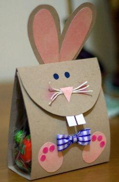 österliche Papiertüte-Hase mit Applikation-DIY Basteln mit KIndern: