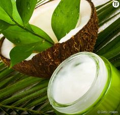 The DIY recipe of the bio deo that really works Coconut Oil Hair Growth, Coconut Oil Hair Mask, Coconut Oil For Skin, Natural Coconut Oil, Organic Coconut Oil, Deo Bio, Deodorant Bio, Oil For Curly Hair, Natural Lubricant