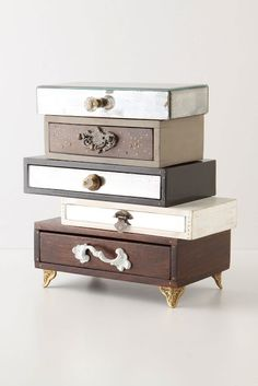 Pic is from Anthropologie. Site is in Spanish, but has loads of visual inspiration for repurposing old drawers!!