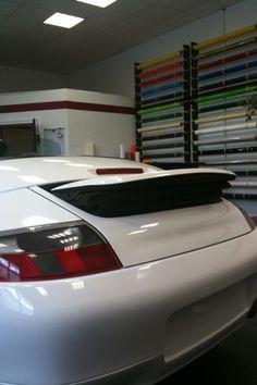 porsche 996 cabrio car wrapping von lila auf weiss. folie statt lack, das gibt es im foliencenter-nrw.de http://angelfolia.hu/