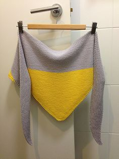 Ravelry: Colorblock Shawl pattern by Jenn Emerson Knitting Stitches, Knitting Patterns Free, Free Knitting, Baby Knitting, Crochet Patterns, Caron Cakes Patterns, Prayer Shawl Patterns, Diy Scarf, Knitted Shawls