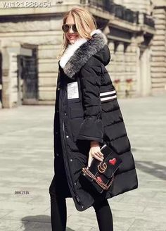 Moncler Fall/Winter Collection-Womens Moncler Hooded Long Down Jacket in Black Milan Fashion Weeks, New York Fashion, Daily Fashion, Winter Wear, Autumn Winter Fashion, Fall Winter, Moncler, Zara, Tokyo Fashion