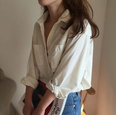 Oversized white shirt and high rise jeans