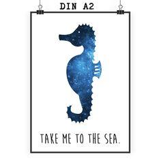 Poster DIN A2 Seepferdchen aus Papier 160 Gramm  weiß - Das Original von Mr. & Mrs. Panda.  Jedes wunderschöne Motiv auf unseren Postern aus dem Hause Mr. & Mrs. Panda wird mit viel Liebe von Mrs. Panda handgezeichnet und entworfen.  Unsere Poster werden mit sehr hochwertigen Tinten gedruckt und sind 40 Jahre UV-Lichtbeständig und auch für Kinderzimmer absolut unbedenklich. Dein Poster wird sicher verpackt per Post geliefert.    Über unser Motiv Seepferdchen  Seepferdchen kennen wir vor…