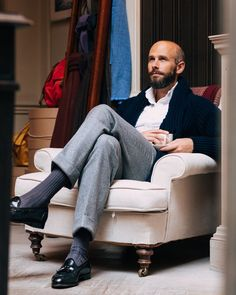 Introducing: The indulgent shawl-collar cardigan Permanent Style - Men Socks - Ideas of Men Socks Shawl Collar Cardigan, Smart Outfit, Fashionable Snow Boots, Oxford White, Black Loafers, Peacoats, Suit And Tie, Well Dressed Men, Men Casual