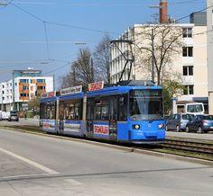 Der modernisierte R2.2 2150 hat soeben die Kehre Scheidplatz verlassen und fährt auf der Linie 12 Richtung Romanplatz. #mvg #mvgmünchen #strassenbahn #tram #aeg #r2 #modernisiert #linie12 #münchen
