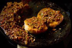 making mumbai masala pav recipe Pav Recipe, Mumbai Street Food, Pav Bhaji, Indian Food Recipes, Spicy, Beef, Snacks, Meat, Appetizers