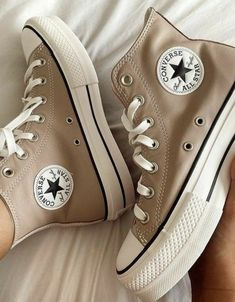 Dr Shoes, Swag Shoes, Hype Shoes, Me Too Shoes, Converse Marron, Mode Converse, Converse Girls, Cute Sneakers, Shoes Sneakers