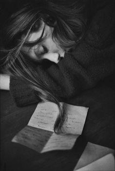 S'endormir en relisant le lettre de son amoureux
