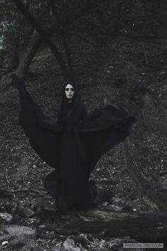 Photo session With Segovia Amil Dark Fantasy, Segovia Amil, Yennefer Of Vengerberg, Arte Obscura, Season Of The Witch, Witch Aesthetic, Arte Horror, Dark Photography, Gothic Art