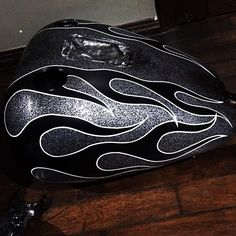 Old Classic Harley-Davidson Motorcycles Motorcycle Events, Motorcycle Tank, Custom Motorcycle Paint Jobs, Custom Paint Jobs, Classic Harley Davidson, Harley Davidson Chopper, Vintage Cars, Vintage Style, Vintage Ideas