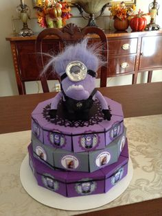 Evil minion paper cake