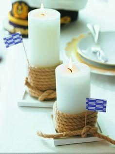 Kerze Ahoi! Dicke Kordel um die Kerzenenden binden und auf eckige Untersetzer stellen, maritime Fähnchen (Bastelladen) in die Kordel stecken burdafood.net/Jan-Peter Westermann http://www.meine-familie-und-ich.de/