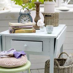 tavolini bianchi e vecchie cose