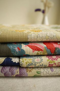 Fat Quarter Bundle Japanese Kimono Fabric Bundle Floral Fabric Bundle- sets for 4 Japanese Quilts, Japanese Textiles, Japanese Patterns, Japanese Fabric, Japanese Design, Japanese Kimono, Kimono Fabric, Cotton Fabric, Flower Fabric