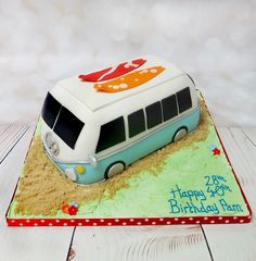 Surf up! Beautiful camper van, with lovely bright detail! #campervancake #surfercake