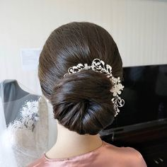 A signature .💗💗💗💐👰🏻 Repost from & hair by using Black Thank you and bravo Darwin! Bridal Updo, Darwin, Updos, Hair Extensions, Your Style, Hair Color, Long Hair Styles, Elegant, Black