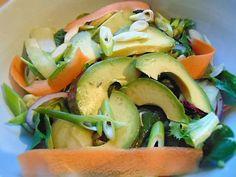 avocado, spinacj & vegetable ribbon salad Balsamic Dressing, Vegetable Side Dishes, Lighter, Zucchini, Vegetarian Recipes, Avocado, Ribbon, Salad, Meals