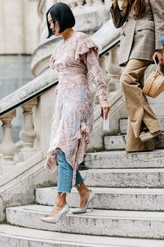 The street style that's inspiring us from Paris Fashion Week Spring/Summer Pictures by Sandra Semburg. Street Style Chic, Street Style Women, La Fashion Week, Love Fashion, Paris Fashion, Style Fashion, Urban Chic, Street Hairstyle, Look Boho Chic