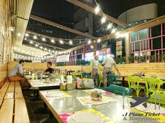 Dubai nights at Zaroob.  Zaroob is an efficient restaurant serving Levant street food.  Levant is a term used for countries in the eastern Mediterranean area.  Link in bio for full review loves! #APlaneTicketAndReservations         #Zaroob #Dubai #UAE  #ToLiveAndDineInDubai #ToLiveAndDine #GrubLife  #Foodie #FoodPorn #Food #Instafood #FoodPhotography #Foodstagram #Foods #FoodBlogger #FoodPics #LoveFood #FoodPhoto #FoodArt #FoodDiary #FoodTrip #FoodForFoodies  #FoodStyling #FoodLove #Foodgasm…