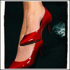 Dagboek van een leek - 11 Het succes van het ROOD - Feng Shui by Mary-Rose Red High Heel Shoes, Red Shoes, Shoes Heels, Louboutin Shoes, Feng Shui, Clarks, Nylons, Moda Floral, Stiletto Heels