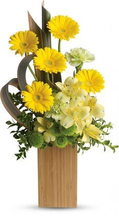 Order Sunbeams and Smiles flower arrangement from Pondview Florist, your local Winchester, MA florist. Send Sunbeams and Smiles floral arrangement throughout Winchester and surrounding areas. Yellow Flower Arrangements, Contemporary Flower Arrangements, Beautiful Flower Arrangements, Flower Centerpieces, Flower Decorations, Home Flowers, Church Flowers, Father's Day Flowers, Yellow Flowers